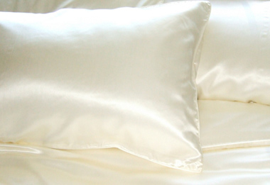 "Deluxe Silk Pillow Case     <strike>Reg $79.98 </strike> <font color=""red"">Now $59.98 </font>"