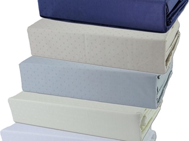 Queen Highland Feather 350 Thread Count Swiss Dots Sheet Set Navy